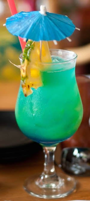 5 tropical cocktails you must try when visiting maui hawaii. Black Bedroom Furniture Sets. Home Design Ideas